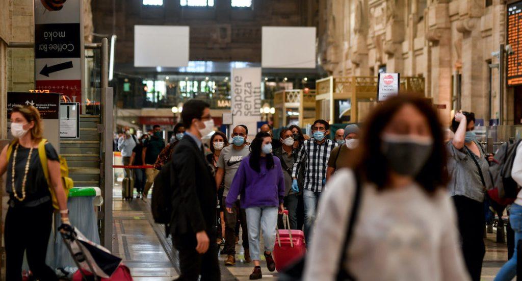 boom-di-ricerche-per-treni-e-aerei-dopo-il-dpcm.-aumentano-i-prezzi-dei-biglietti-per-il-19-e-20:-e-l'ultimo-weekend-di-spostamenti