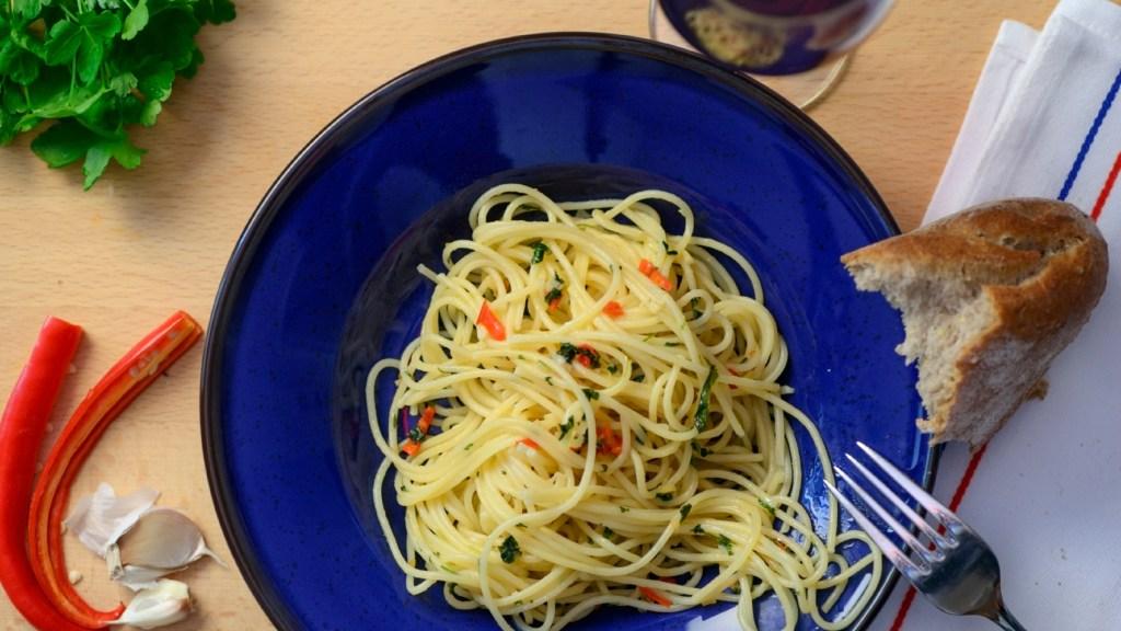 spaghetti-aglio,-olio-e-peperoncino.-sembra-una-ricetta-facile,-ma-non-e!