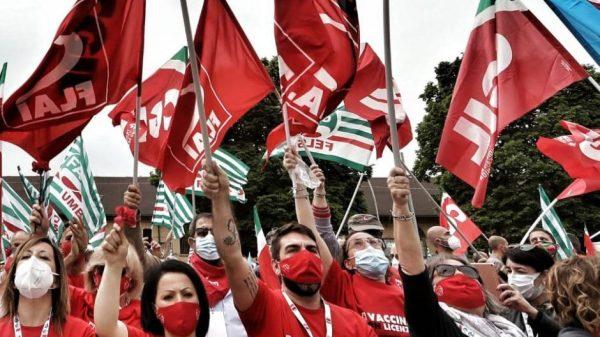 i-sindacati-in-piazza-chiedono-la-proroga-del-blocco-dei-licenziamenti:-«si-rischiano-ulteriori-fratture-sociali»