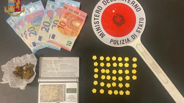 spacciava-pastiglie-con-simbolo-bitcoin,-polizia-arresta-20enne.