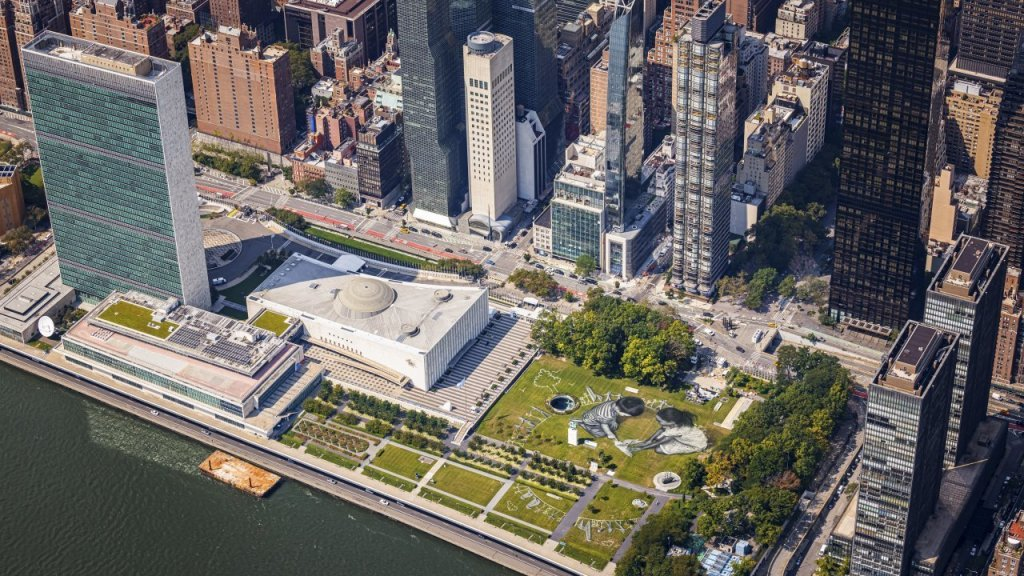 new-york:-cassis-inaugura-un-maxi-affresco-all'onu