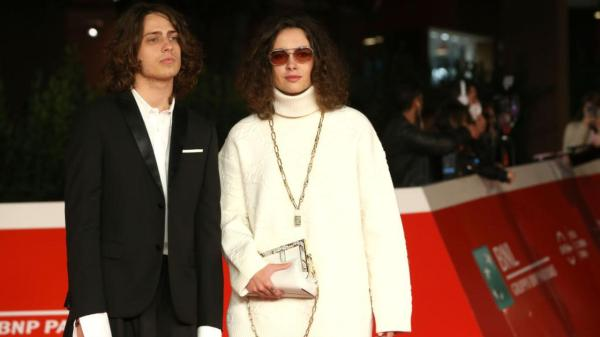 festa-del-cinema:-gli-outfit-di-sangiovanni-e-madame-sul-red-carpet