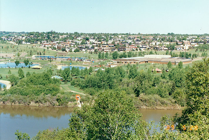 Rundle park is located north of the North Saskatchewan River at about 38th Street, June, 20,1989. The ACT Building, ponds, and Beverly neighbourhood are visible in the image. Image courtesy of the City of Edmonton Archives EA-207-282.