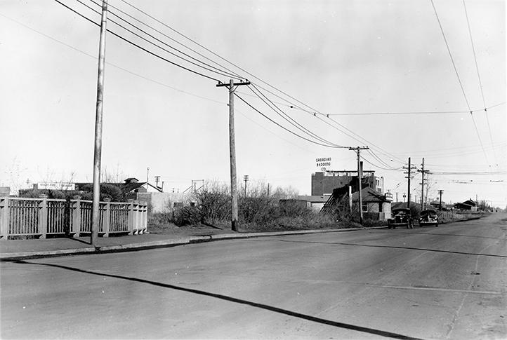82 Street - 110 Avenue, Rat Creek Bridge (north), circa 1940. Image courtesy of the City of Edmonton Archives EA-275-1750.