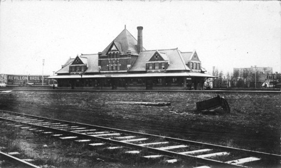 Canadian Northern Railway station, circa 1913. City of Edmonton Archives, EA-29-130.