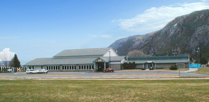 Columbia Cove Recreation Center (left) and Swimming Pool (right)