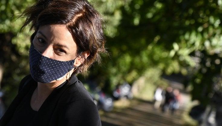 """coronavirus,-l'appello-della-ministra-pisano-alle-compagnie-telefoniche:-""""a-natale-videochiamate-gratis"""""""