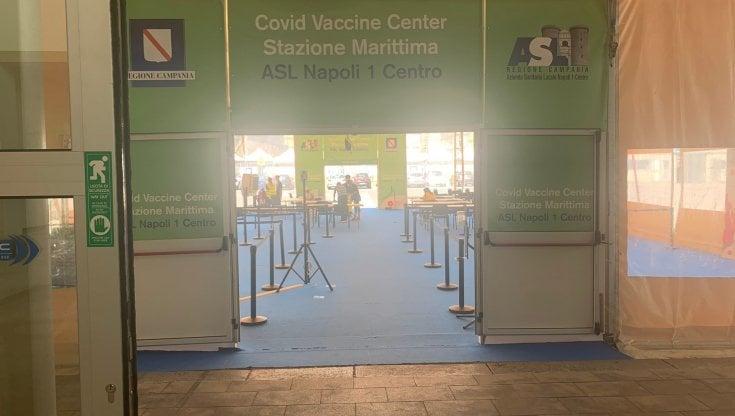 vaccini,-dalle-mucche-alla-marijuana,-dalle-visite-al-castello-di-dracula-all'universita-gratis:-cosa-non-si-offrirebbe-per-un-immunizzato-in-piu
