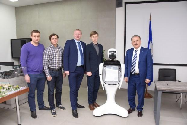 Билеты в зоопарке Ростова будет продавать робот, разработанный в ДГТУ