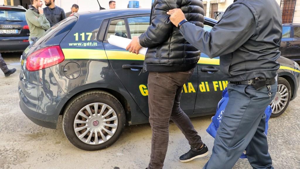 le-mani-della-mafia-sui-carburanti:-in-corso-operazione-tra-lombardia,-campania,-puglia-e-calabria,-45-arresti