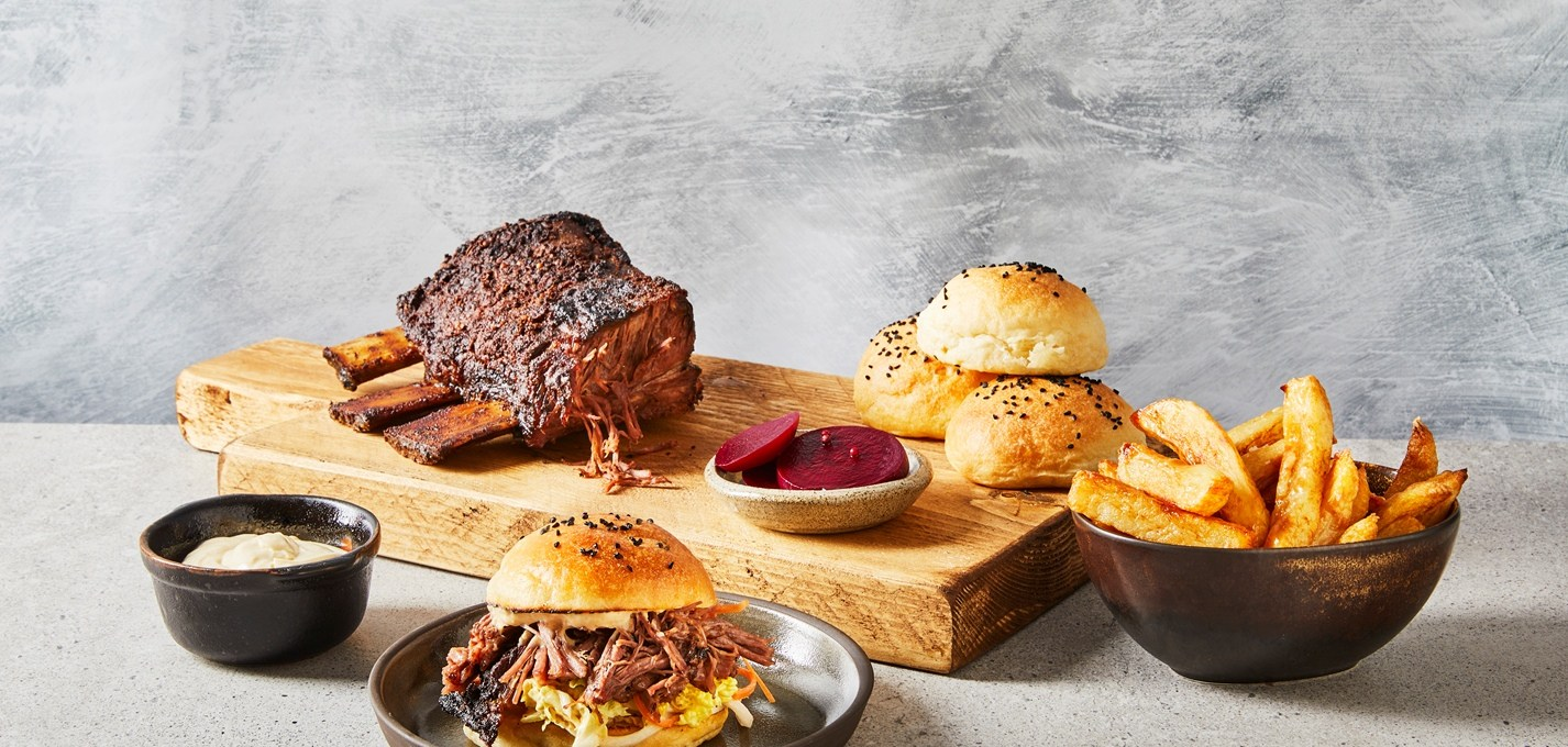 barbecued-jacob's-ladder-with-kimchi-slaw,-milk-buns,-pickled-beets,-chips-and-horseradish-hollandaise