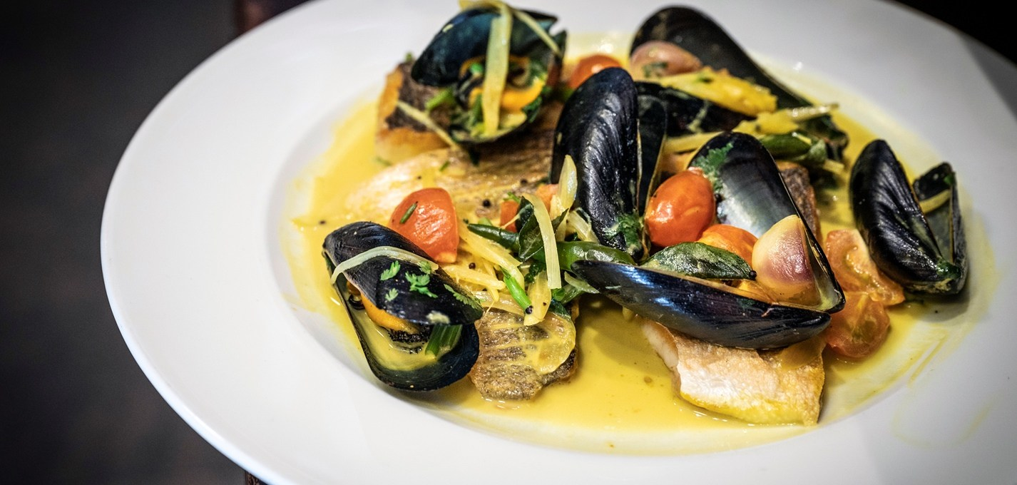 sea-bass,-mussel-and-white-wine-curry