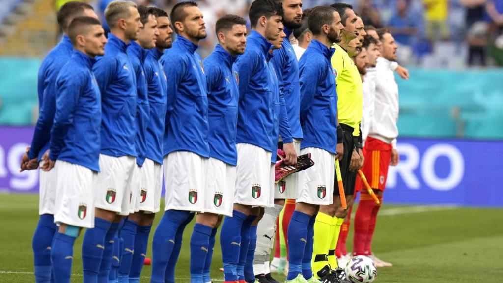 euro-2021,-black-lives-matter:-per-la-prima-volta-si-inginocchiano-anche-quattro-calciatori-dell'italia