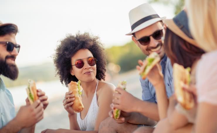 pranzo-in-spiaggia:-quali-sono-i-panini-ideali-da-gustare-sotto-l'ombrellone