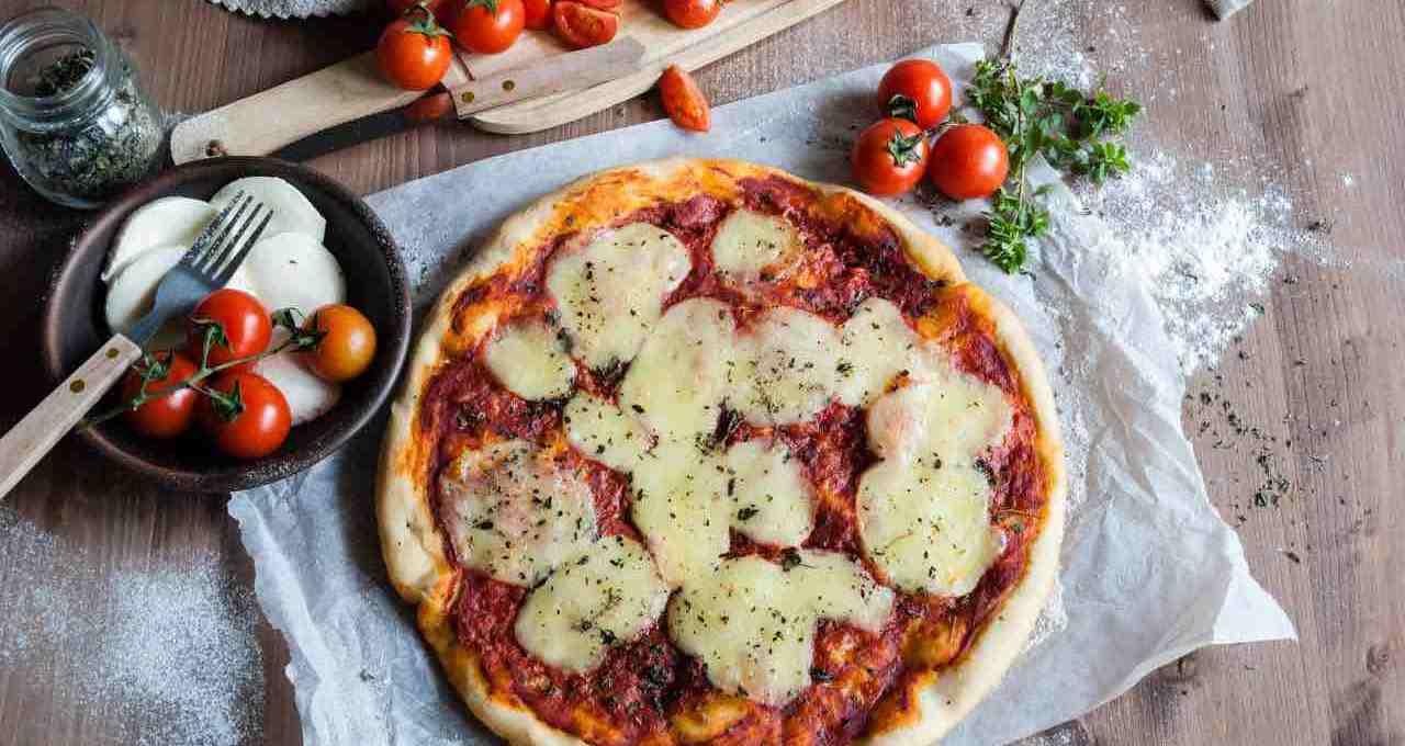quando-e-come-mettere-la-mozzarella-sulla-pizza?