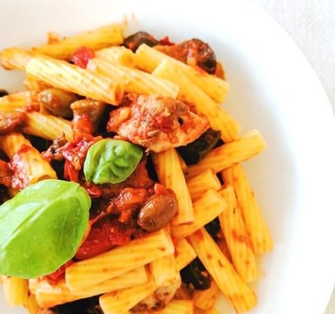 pasta-con-sgombro,-pomodori-e-melanzane:-ottima-anche-per-una-schiscetta-perfetta!