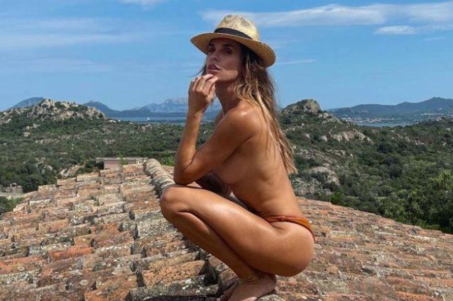 """elisabetta-canalis,-la-foto-in-topless-sul-tetto-e-una-sfida-vinta:-""""ci-provavo-dall'estate-scorsa"""""""