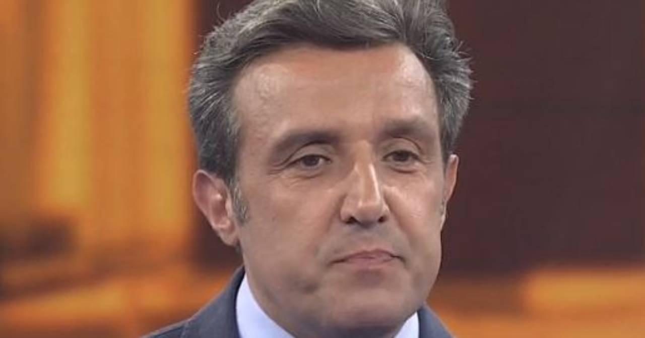 """maurizio-costanzo-diretto-su-flavio-insinna:-""""corrado-ha-portato-al-successo-il-pranzo-e-servito-e-ora-insinna-…"""""""