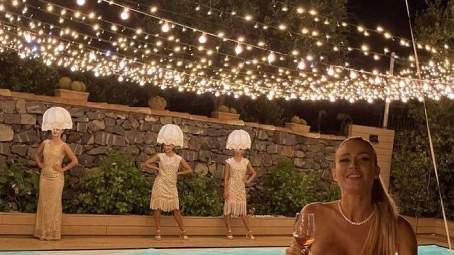 """donne-lampadario-al-compleanno-di-diletta-leotta,-l'organizzatore:-""""erano-dee-della-luce"""""""