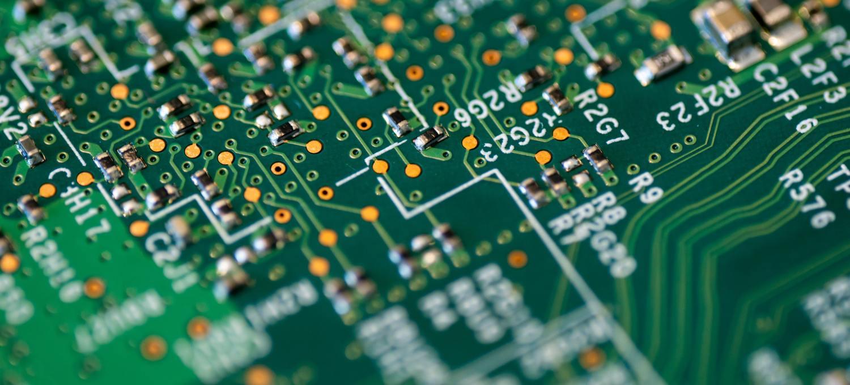 a-corto-di-chip,-le-case-automobilistiche-tagliano-la-produzione-mondiale