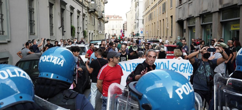 green-pass:-proseguono-le-proteste-in-tutta-italia,-tensione-a-roma-e-torino-[foto]
