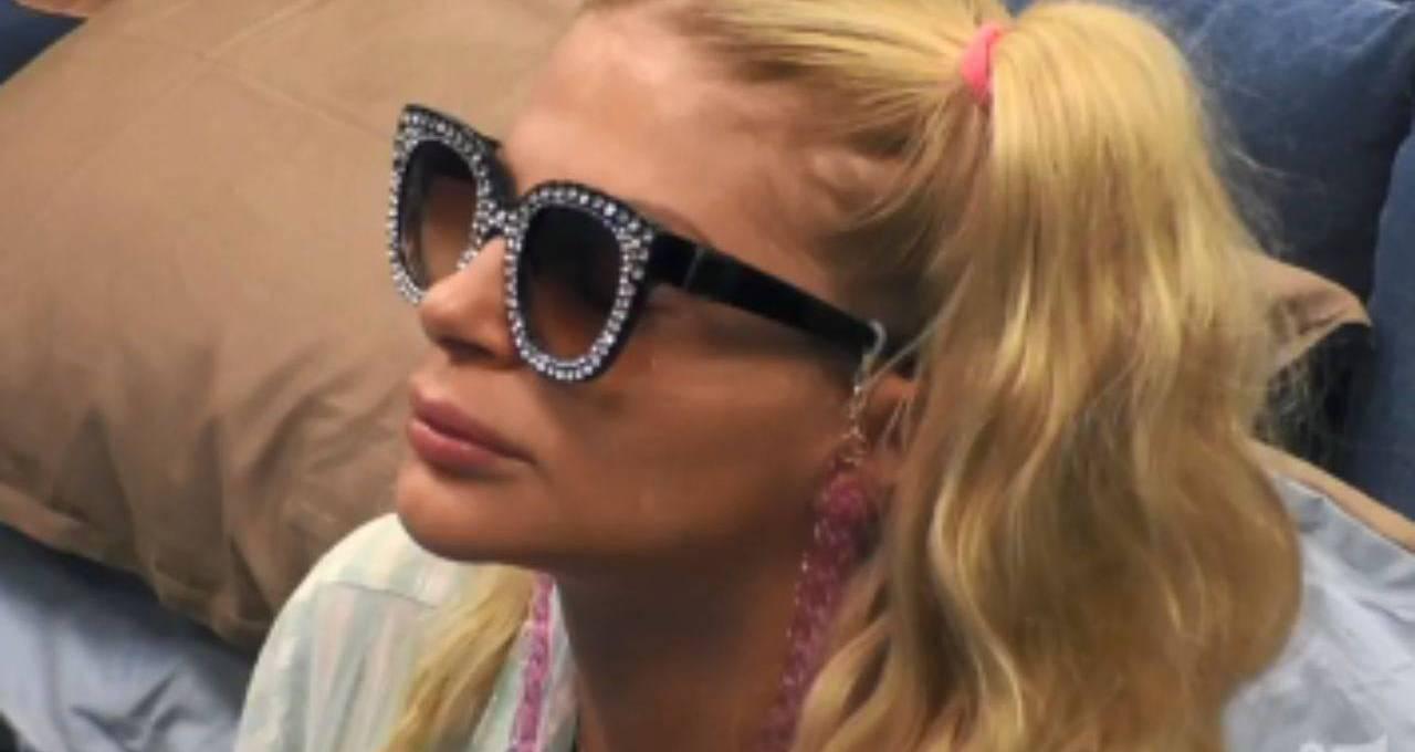 francesca-cipriani,-avete-notato-i-suoi-occhiali-al-gf-vip?-sono-irresistibili:-il-loro-prezzo-e-da-urlo