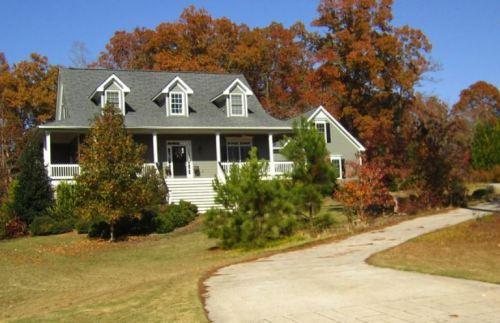 ball-ground-house-in-dawson-creek-community