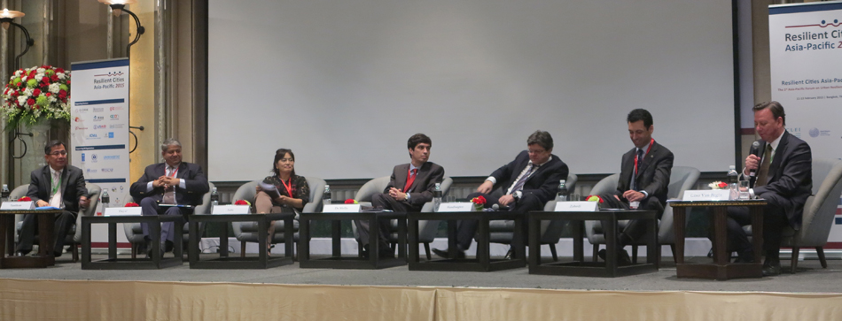 Panel discussion at the Opening Plenary of Resilient Cities Asia-Pacific 2015. (From left to right) Mr. Ashvin Dayal; Ms. Mariko Sato; Mr. Luiz de Mello; Mr. Olaf Handtloegten; Mr. Kaveh Zahedi; and Mr. Gino Van Begin.