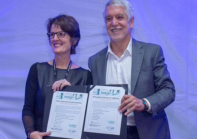Enrique Penalosa, Mayor of Bogota signs International Charter for Walking
