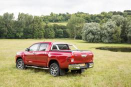 2016-Hilux-Invincble-Ext-Static-3