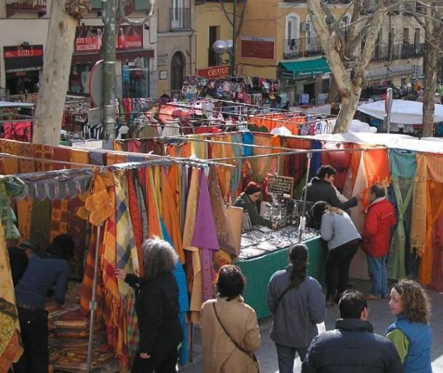 Foto del mercadillo el Rastro en la ciudad de Madrid