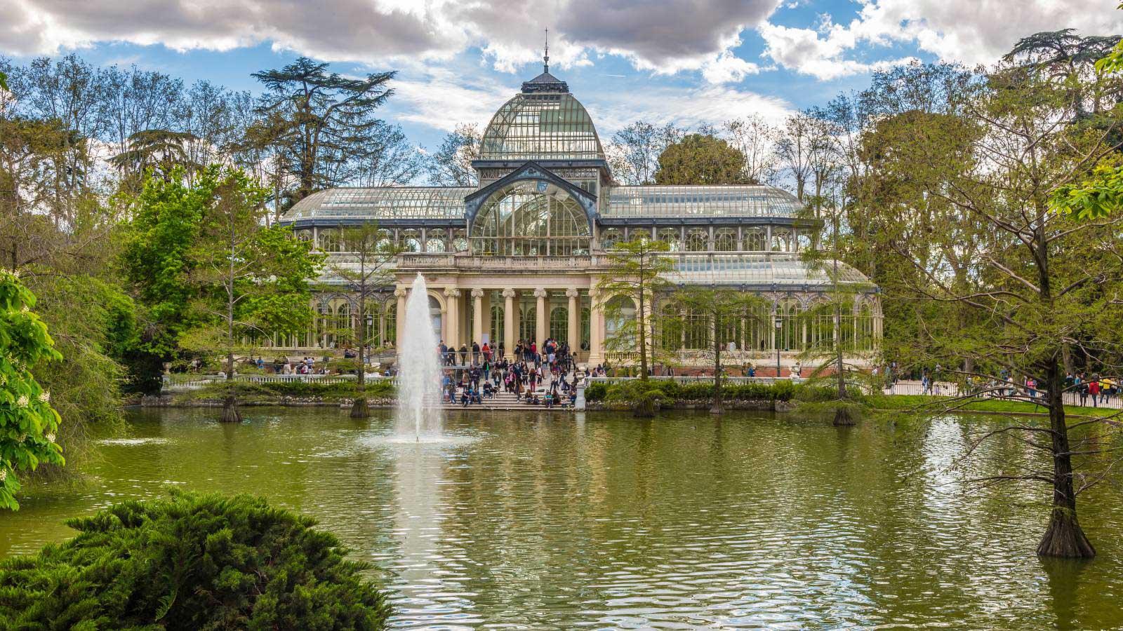 Foto del Palacio de Cristal en el Parque del Retiro de la ciudad de Madrid