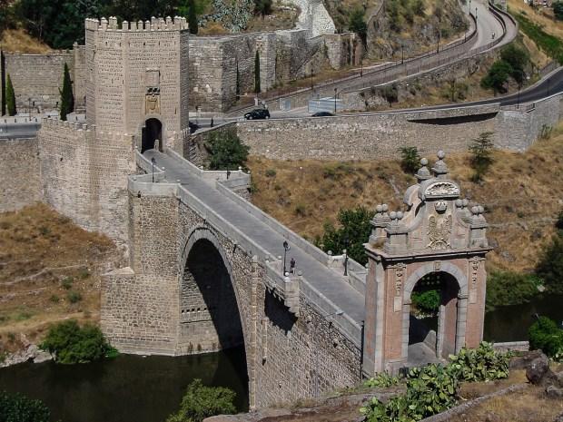 Foto del Puente Alcántara de la ciudad de Toledo en Castilla-La Mancha