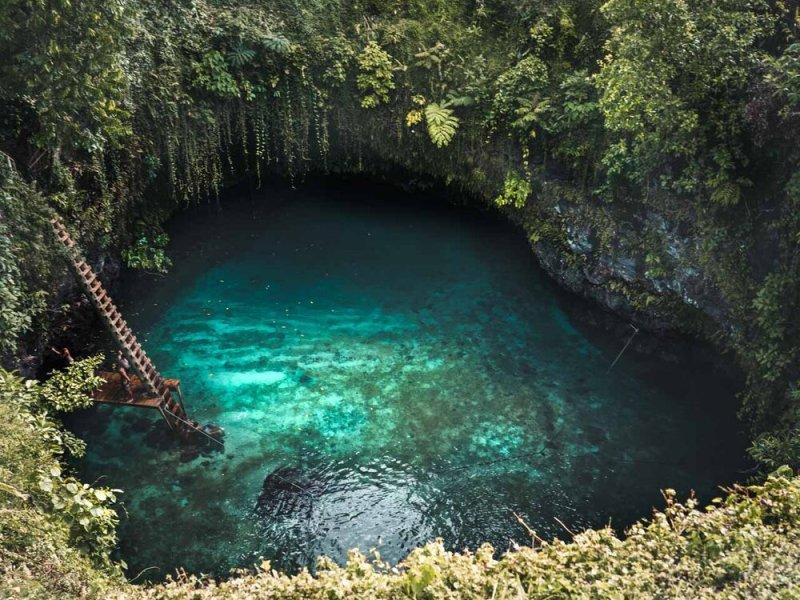 Viaje a Samoa y su Piscina en en Interior de un Volcán