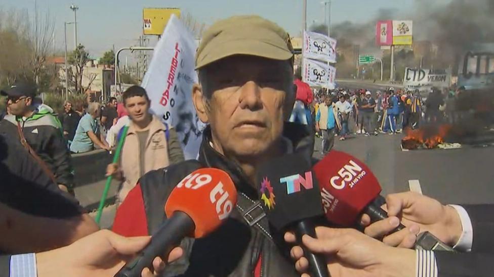 """""""Por poco nos matan"""", afirmó un dirigente de la Coordinadora Aníbal Verón que corta la Autopista"""
