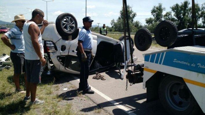 Transito y la Policía de Salta trabajó más de una hora en el lugar del accidente vial que tuvo como protagonista a un hombre de 29 años.