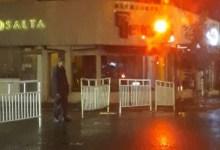 Photo of La Foto del Policía Salteño bajo la lluvia que conmovió a todos