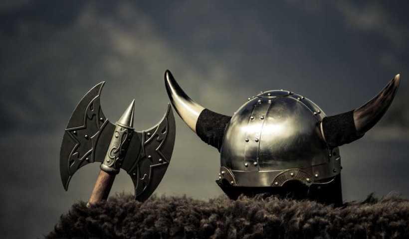 Mille ans plus tard, des squelettes de guerriers vikings de la même famille sont rassemblés au Danemark