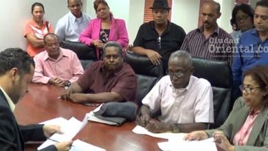 Photo of Vídeo – Manuel Jiménez notifica demanda ante TC a jueces de la JE