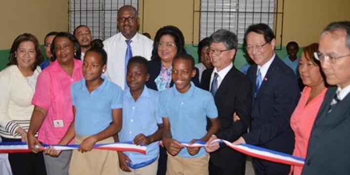 Inauguración sala digital en la escuela Santo Tomás de Aquino