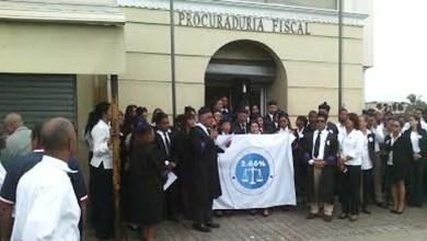 Los jueces frente al Palacio de Justicia en la Charles de Gaulle.