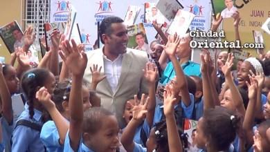 Photo of Felicidad y alegría por útiles escolares que lleva el diputado Luis Alberto