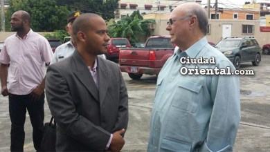 Hipólito Mejía en el patiod ela Fiscalía de Santo Domingo