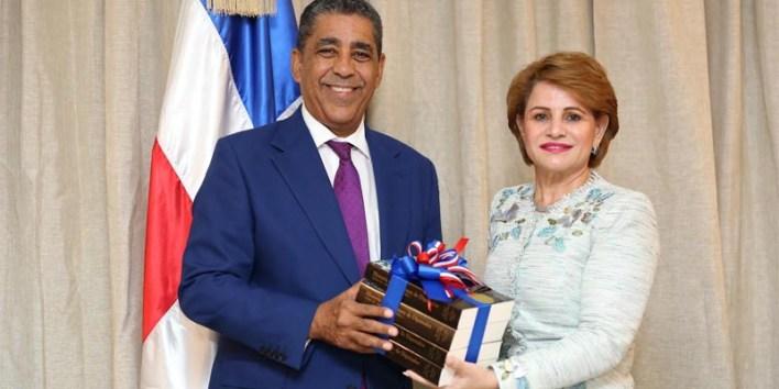 El Senador Adriano Espailla y la presieenta de la Cámara de Diputados RED, Lucía Medina