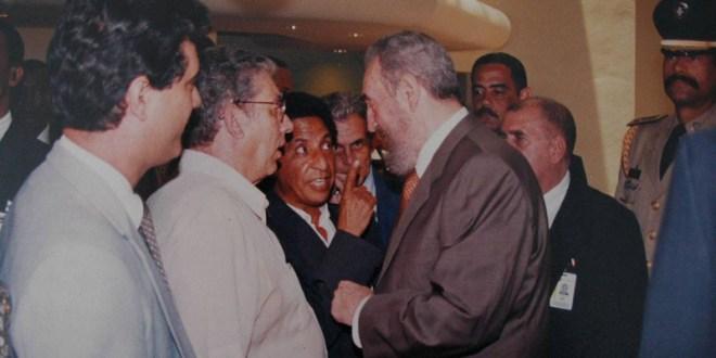 Bacho conversa en forma coloquial con Fidel