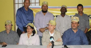 Manuel Jiménez encabeza rueda de prensa Trinitarios-RD