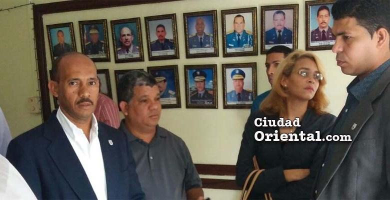 Colegas y amigos de Monserrat Calderón en el cuartel general de la PN en Santo Domingo Oriental