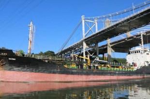 Barco en el rio Ozama