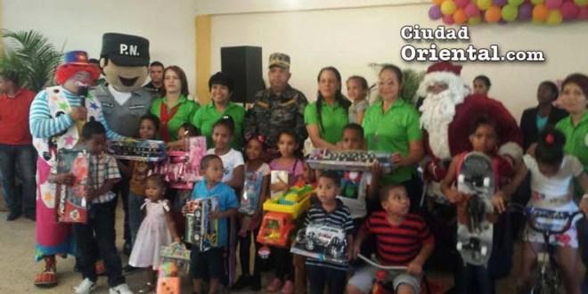 Katiuska Viviano de Peguero y el general Ludwing Suardi Correa entregaron los juguetes