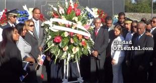 El Goberanador Juan Frías encabeza la ofrenda floral